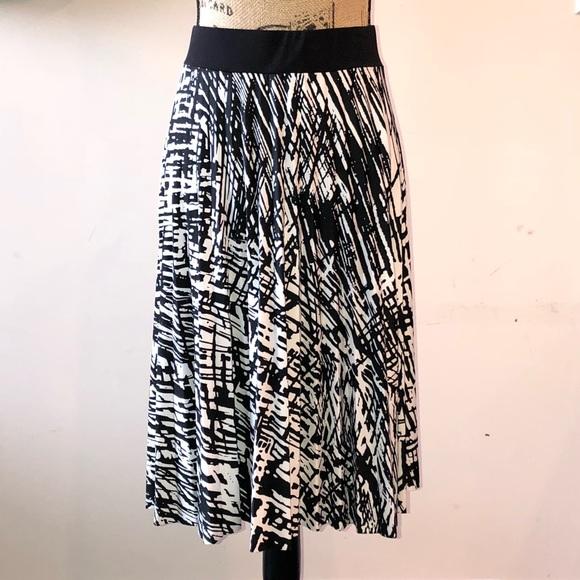 6498d98cdea Covington Dresses   Skirts - COVINGTON Comfort Waist Graphic Design Midi  Skirt